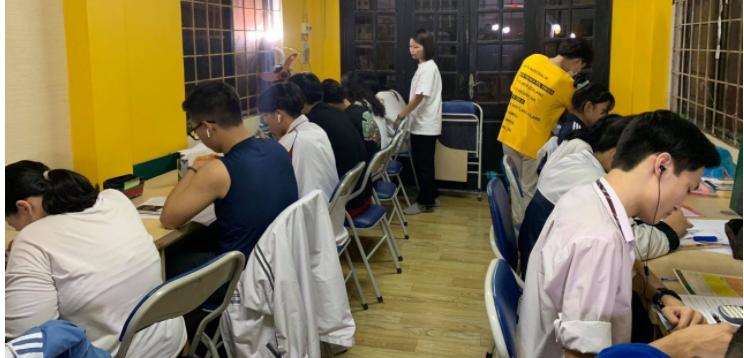 Hình ảnh học toán trực tiếp tại Trung Tâm Toán Thầy Quang Qstudy